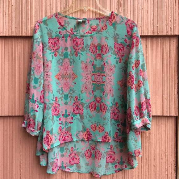 Forever 21 Tops - Beautiful forever 21 mint and pink high low top